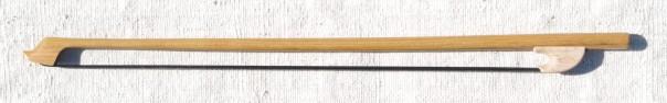 Archet contrebasse en bois de Robinier 236 107 gr
